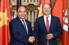 越南政府总理阮春福会见德国汉堡市市长朔尔茨
