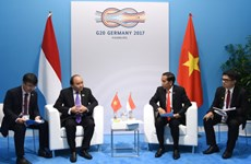 阮春福与各国和国际组织领导举行双边会晤