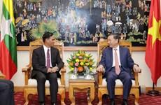 公安部部长苏林上将会见缅甸内政部副部长昂索