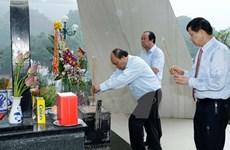 政府总理阮春福前往西进52号团历史遗迹区敬香
