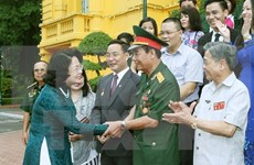 越南国家副主席邓氏玉盛会见伤残军人和残疾人企业家代表团