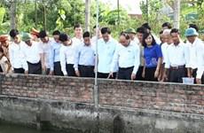 阮春福总理探访象山乡示范种植养殖园