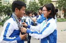越南百余名青年志愿者赴老挝参加志愿公益活动