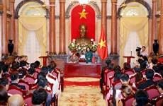 国家副主席邓氏玉盛会见越南中小企业协会代表