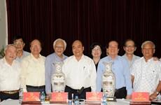 越南政府总理阮春福: 越南文艺工作者坚定对党和革命的信念