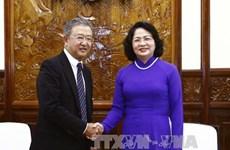 邓氏玉盛和王廷惠分别会见友邦保险首席执行官兼总裁黄经辉