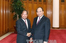 阮春福总理会见老挝国家安全部长