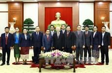 越共中央总书记阮富仲会见老挝人民革命党中央办公厅代表团