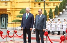 阮春福总理与土耳其总理比纳勒·耶尔德勒姆举行会谈