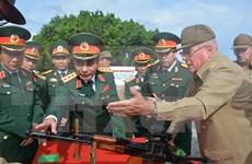 越南高级军事代表团对古巴进行正式访问