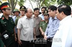 阮春福检查指导乂安省炉门县的第十号台风灾后恢复重建工作