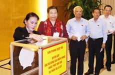 党和国会领导向第十号台风受灾民众捐款