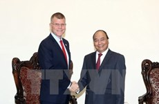 越南政府总理阮春福会见亚洲开发银行副行长史蒂芬·格罗夫