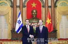 五国新任驻越大使向国家主席陈大光递交国书