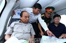 阮春福总理视察九龙江三角洲受气候变化影响的地区