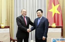 越南政府副总理兼外交部长范平明会见哈萨克斯坦驻越大使