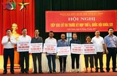 越南政府副总理王廷惠与河静省选民接触