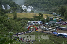 首次高平省板约瀑布旅游节暨天曲和天琴艺术节昨晚开幕