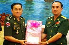 柬埔寨国防部发展局代表团访问越南朔庄省