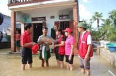 越南红十字会向洪灾灾民提供紧急援助