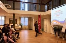越南驻荷兰大使馆为旅荷越侨子女开设越南语培训班