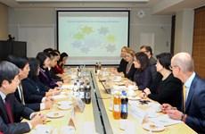 国家副主席邓氏玉盛访问芬兰的相关活动报道