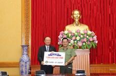 韩国Charmvit集团向越南人民公安荣军烈士儿女颁发奖学金