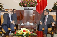 范平明副总理会见伊朗议会国家安全和外交政策委员会主席布鲁杰迪