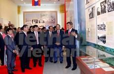 越老建交55周年:越老传统关系图片展在老挝开展