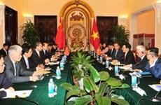 越南政府副总理兼外长范平明与中国外长王毅举行会谈