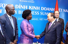 阮春福总理会见世行东亚与太平洋地区副行长维多利亚·克瓦