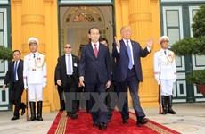美总统特朗普圆满结束对越南的国事访问