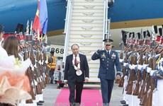 政府总理阮春福抵达菲律宾克拉克国际机场 开始出席东盟峰会之行
