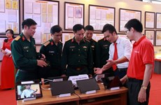 """""""黄沙和长沙归属越南:历史证据和法律依据"""" 资料图片展在富寿省举行"""