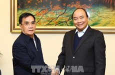 政府总理阮春福会见老挝和瑞典客人