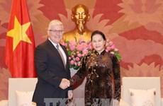 越南国会主席阮氏金银会见澳大利亚驻越大使克雷格•奇蒂克