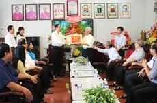 越南祖国阵线中央委员会主席陈青敏向安江省信教群众致以圣诞祝福