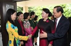 越南国会主席阮氏金银造访驻新加坡大使馆:为越新合作关系开辟新前景