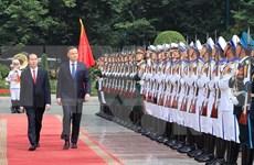 越南国家主席陈大光举行仪式欢迎波兰总统访越