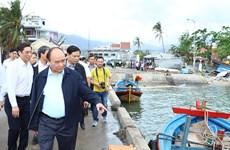 阮春福总理视察庆和省各地灾后恢复重建工作情况