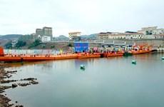 越南芒街与中国东兴临时浮桥正式通车