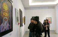 有关胡志明主席的雕塑与绘画作品展在顺化省举行