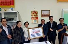越南助学协会为灾区学生提供支持