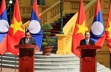 越老两国领导召开记者会  宣布2017年越老友好团结年圆满结束