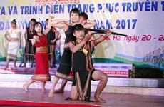 2017年昆嵩省各族民歌联欢会吸引200名民族艺术家参加