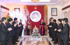 越南国会主席阮氏金银圣诞节前走访清化省教区