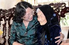 国家副主席邓氏玉盛走访慰问平福省贫困优抚家庭