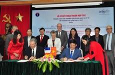越南与法国签署关于加强艾滋病与病毒性肝炎研究领域的合作协议