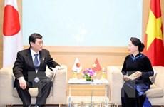 国会主席阮氏金银会见日本和摩洛哥客人