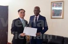 越南与多哥和乌干达加强合作关系